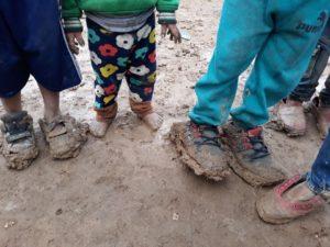 Enfants dans camp de réfugiés kurdes au Rojava, Kurdistan Syrien. Roja Sor humanitaire franco kurde