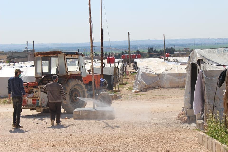 Désinfection d'un camp de réfugiés à Afrin contre le Coronavirus